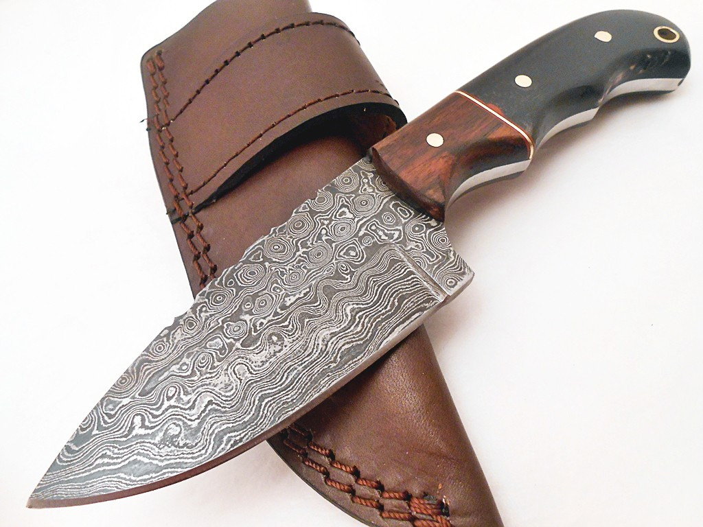 Handmade Damascus Steel skinner knife Rose wood Buffalo Horn handle