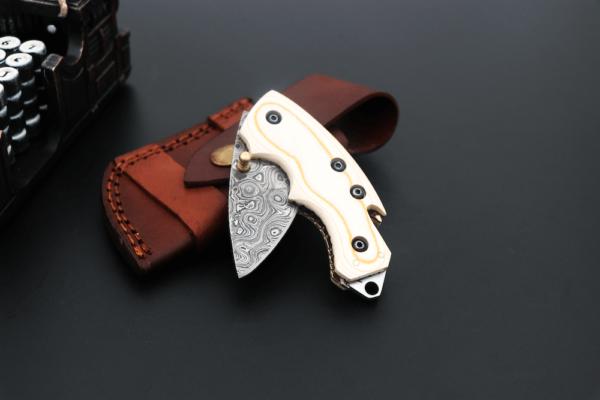 Damascus Steel folding knife resin sheet German Walnut Damascus Steel folding knife