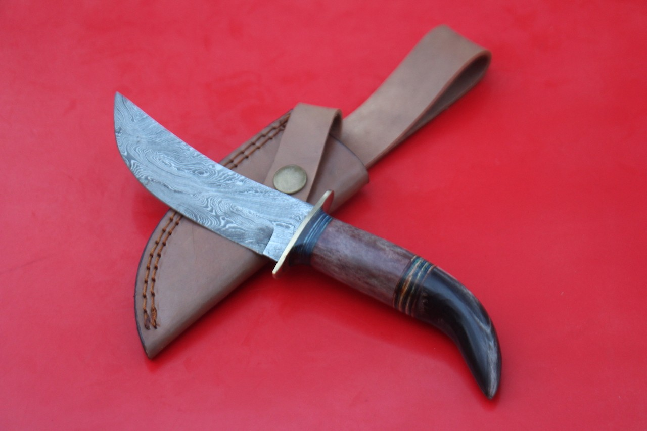 Handmade Damascus Buffalo Horn Colored Bone Handle skinner