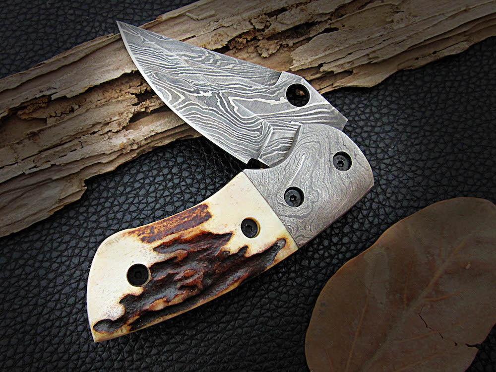 Damascus pocket knives deer horn handle